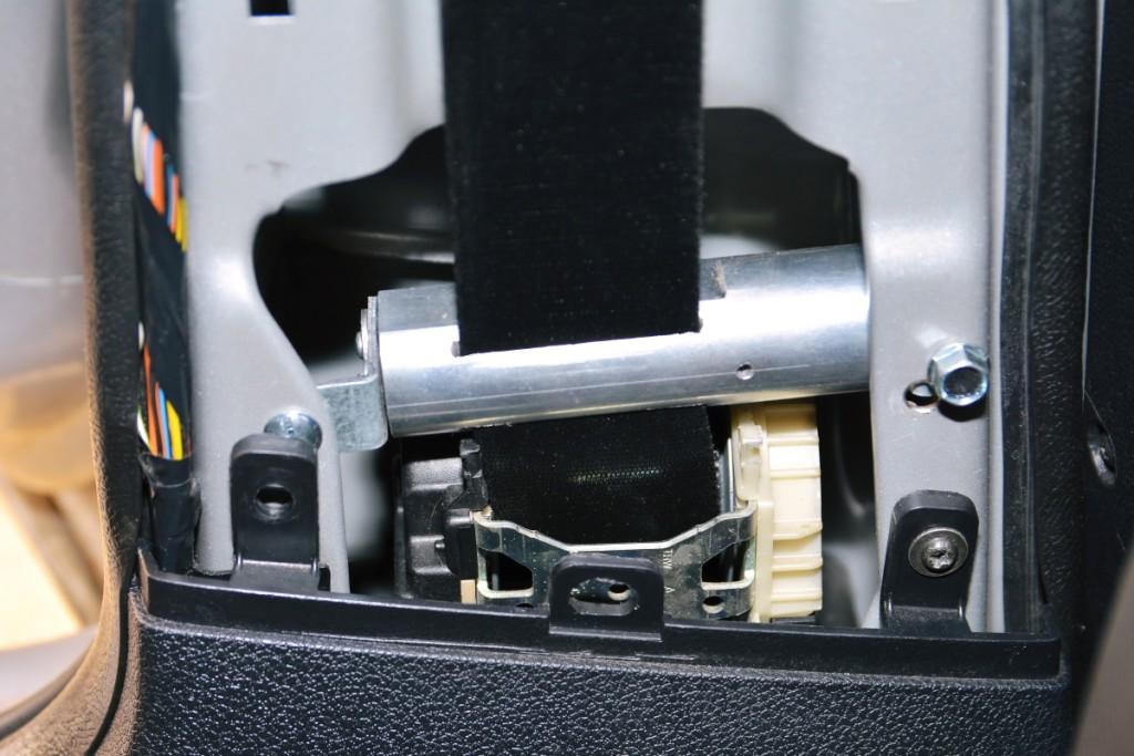 SECS (Seatbelt Emergency Cutting System) - awaryjny pczecinak pasów bezpieczeństwa